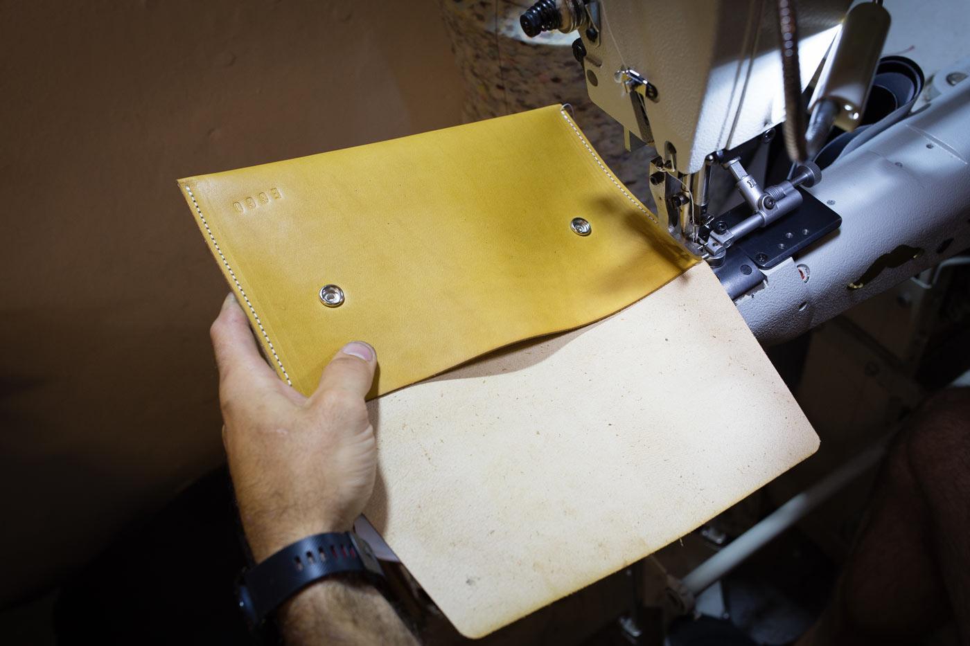 Výroba kožených tašek