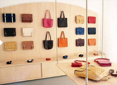 Eggo kamenná prodejna / showroom - přijďte si prohlédnout naše kožené doplňky, kožené kabelky, kožené tašky, kožené brašny, výrobky z kůže
